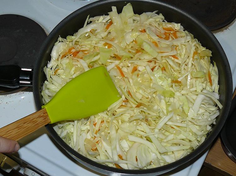 капуста на сковороде