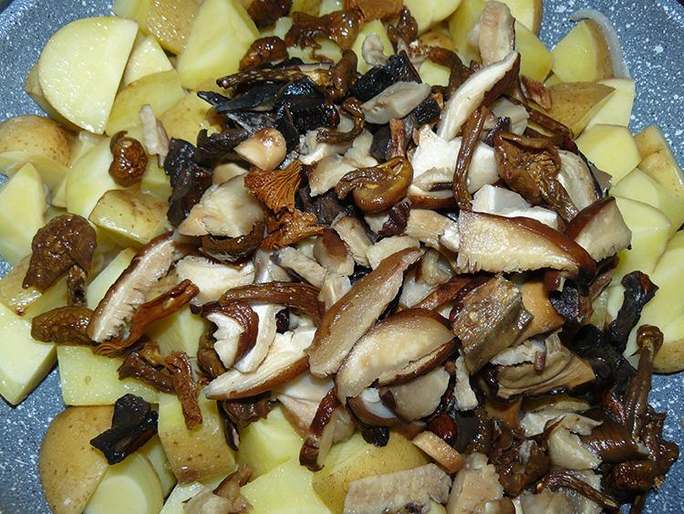 высыпаем грибы