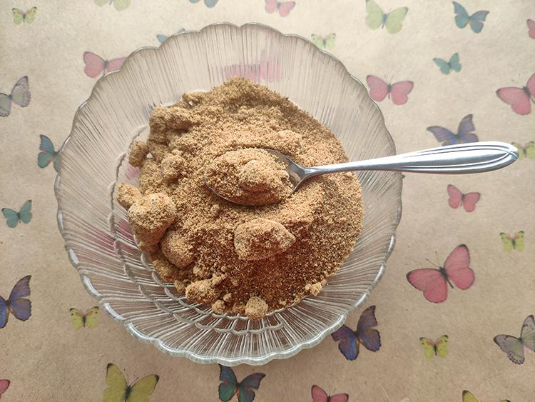 кокосовый сахар и ложка