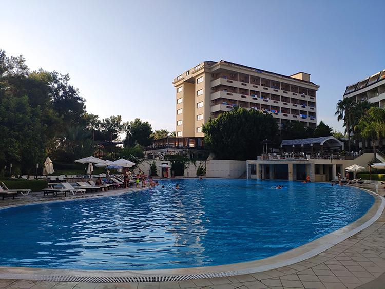 бассейн в Алара Стар